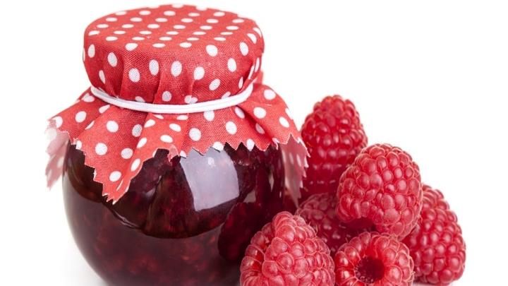 День малинового варенья. Варенье и ягоды