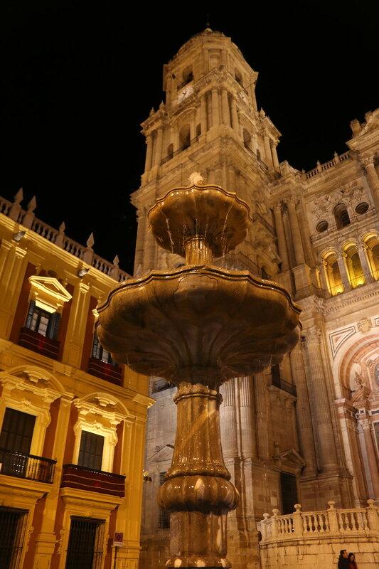Ночная Малага. Епископская площадь (Plaza Obispo)