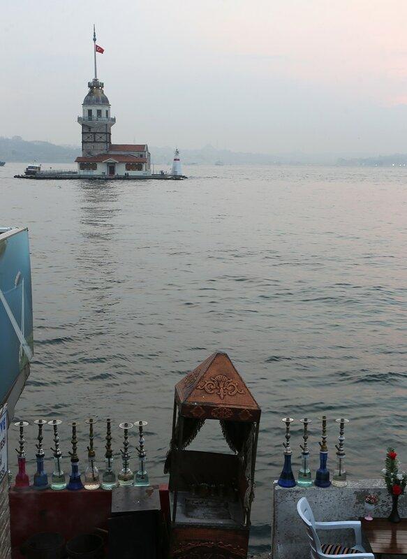 Istanbul.  Cafe Üsküdar Sahili Yürüme Yolu