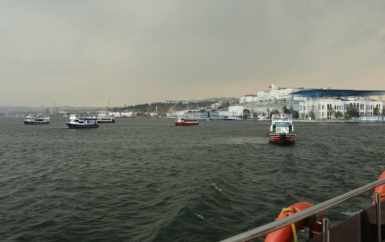 Весенний Стамбул. Залив Золотой Рог после дождя