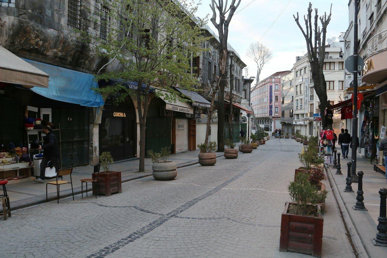 Evening Istanbul. Nuruosmaniye Caddesi Boulevard)