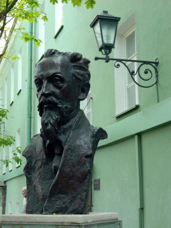 памятник Льву Щербе
