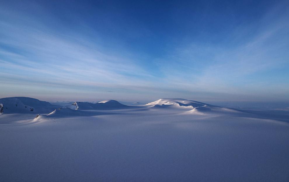 11. Площадь острова Элсмир составляет 196 236 км?, это третий по площади остров Канады и десяты