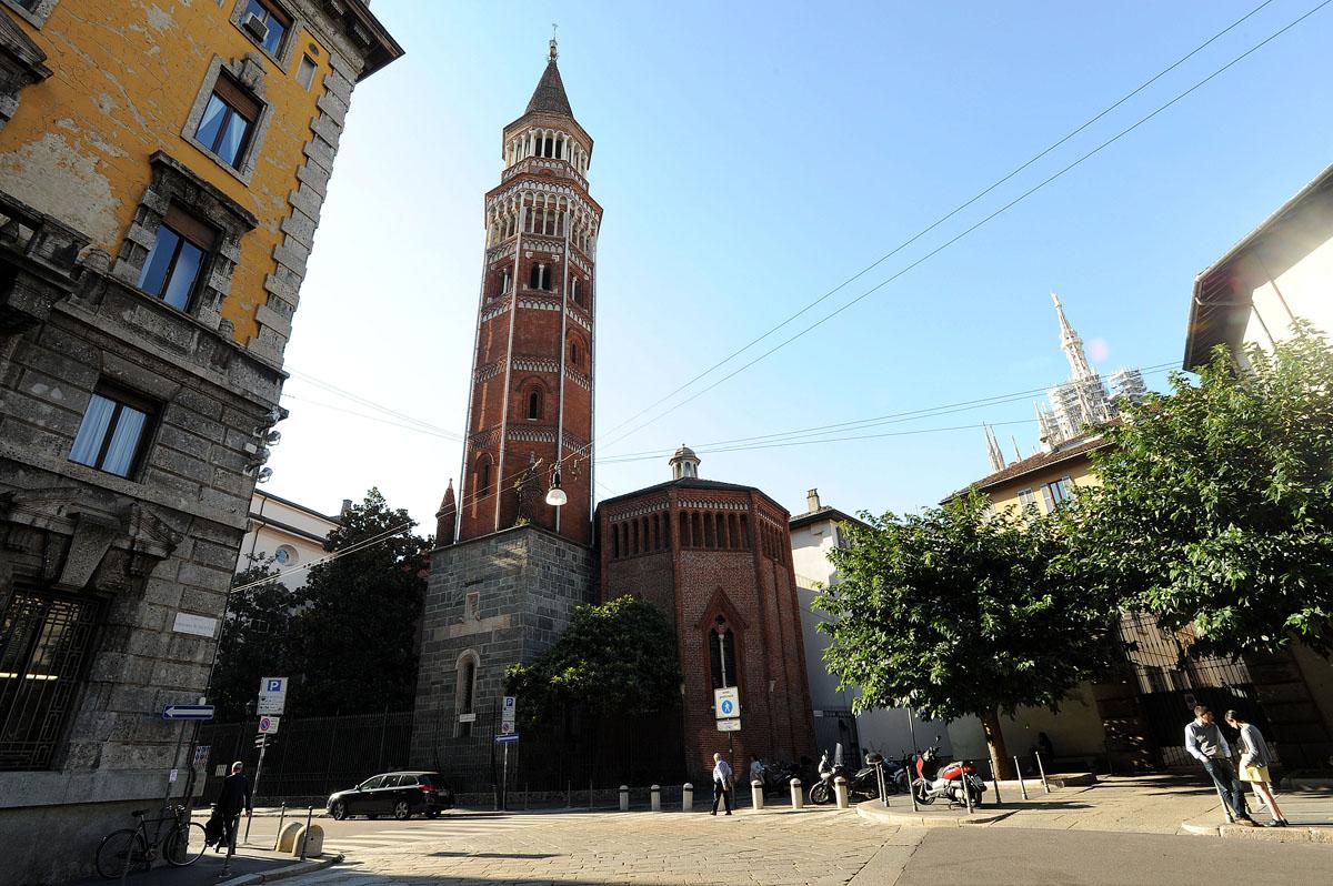 35. В нескольких шагах от костей располагается Миланский университет.