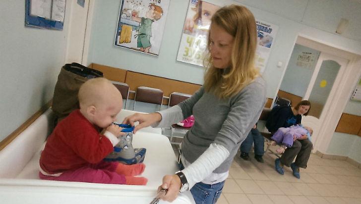 В очереди в поликлинике не бывает скучно — у меня всегда припасена пара игрушек.