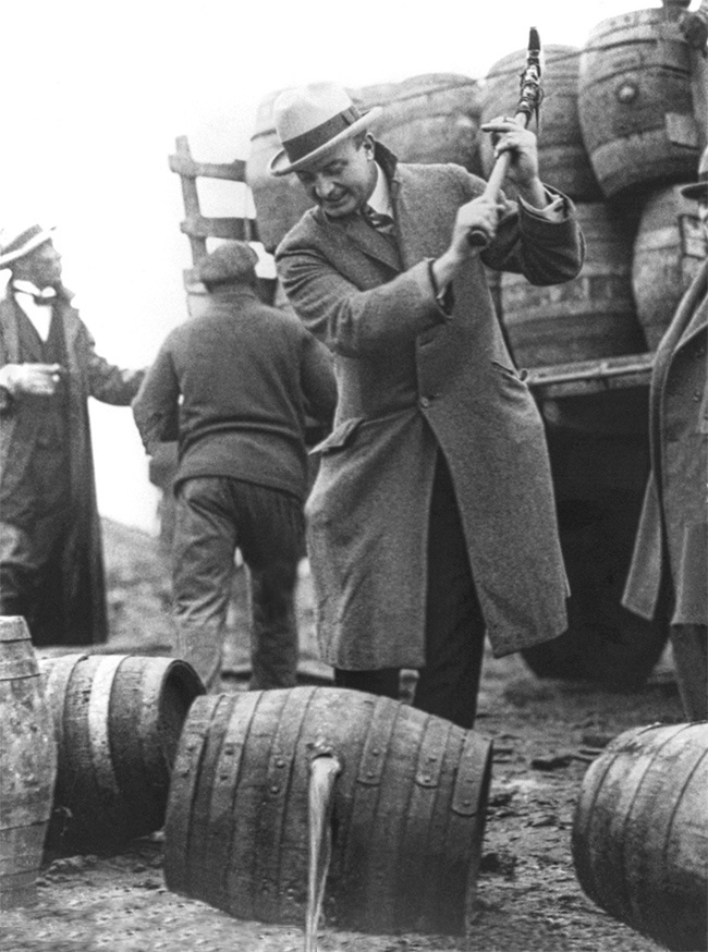 © eastnews   Аль Капоне нарыбалке 7марта 1931г.