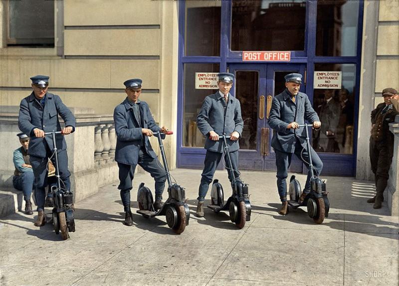 Вашингтонские почтальоны демонстрируют свои новые скутеры, 1917 год.