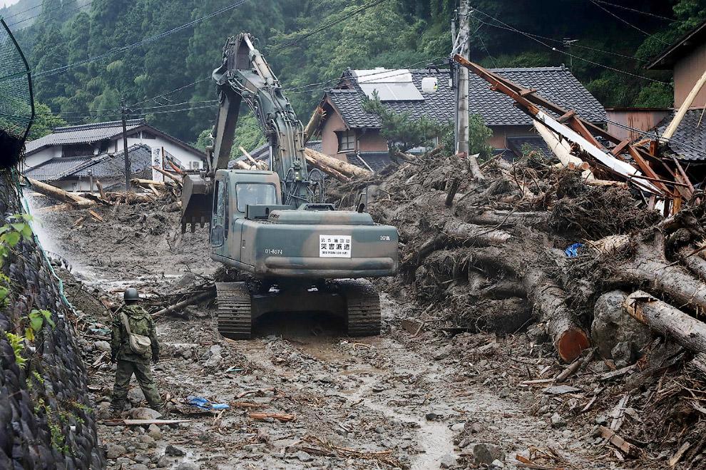 9. Поиски пропавших и выживших. (Фото Jiji Press):