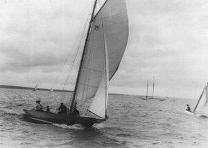 Снятие паруса с яхты