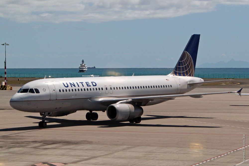 A-320_N408UA_United_Airlines_4_CUR_resize.jpg