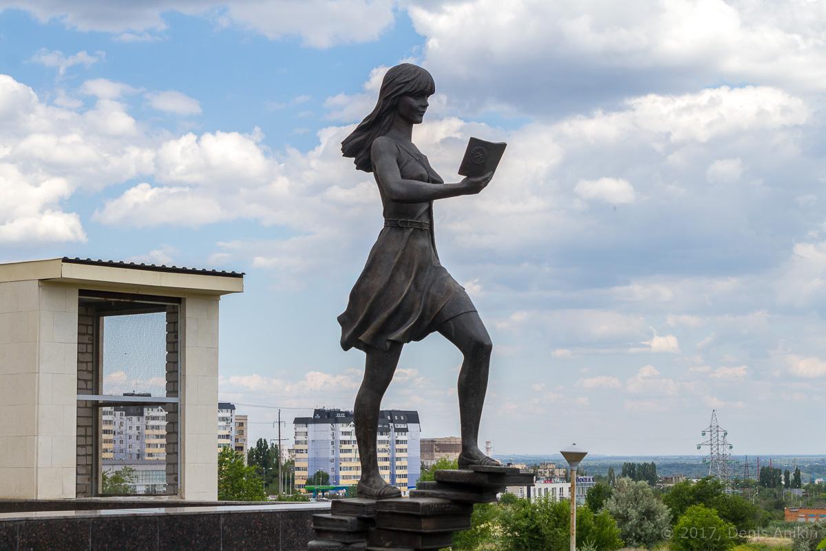 памятник студенту волгоград фото 2