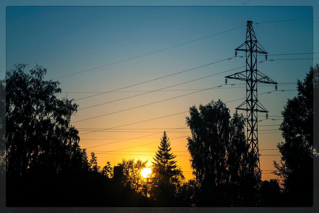 Закат возле дома (© NickFW - 06.08.2016)