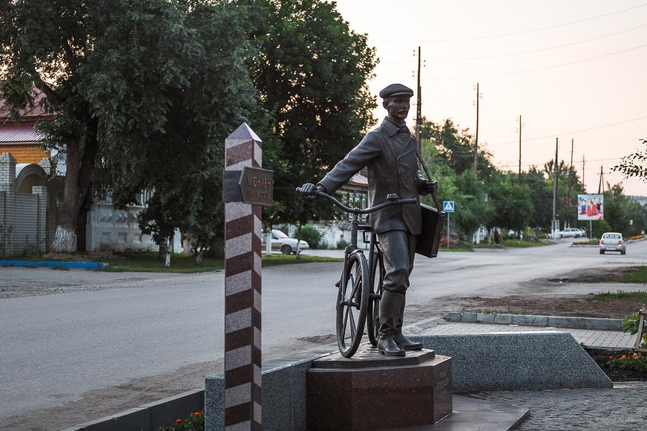 Памятник Петрову-Водкину