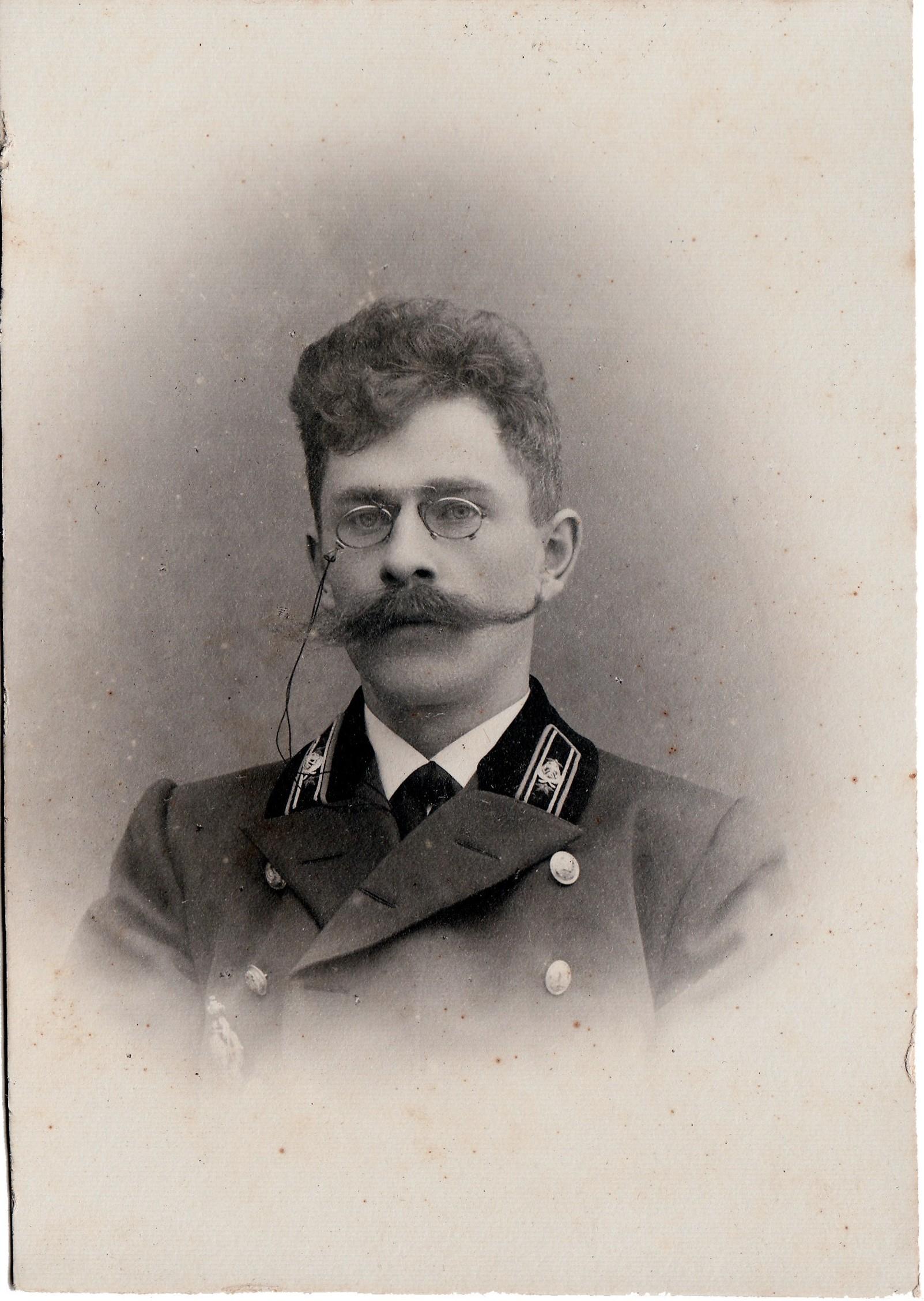 Снегирёв Вячеслав Владимирович, не имеющий чина – помощник инспектора