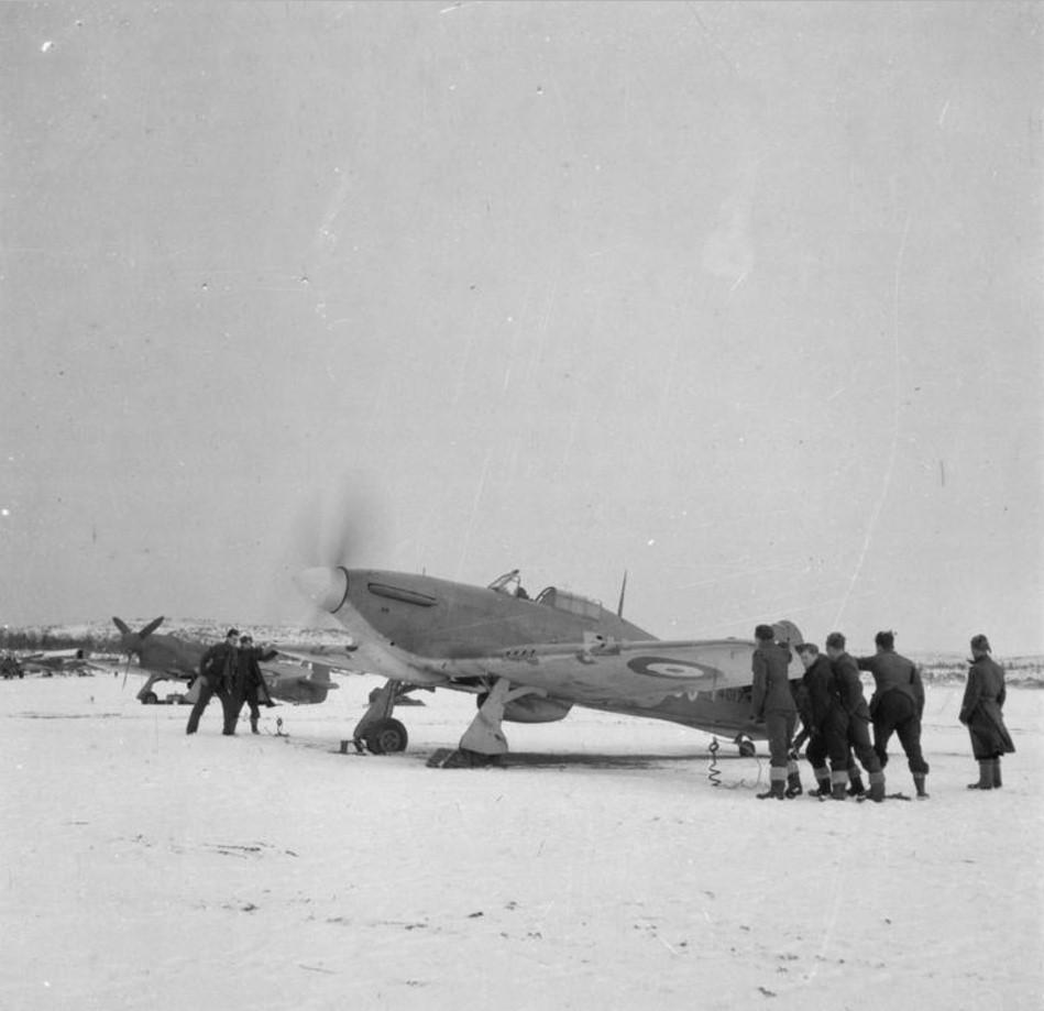 «Хоукер Харрикейн Mark IIB», Z4017 81-ой эскадрильи RAF, запускает двигатели перед вылетом в Ваенге