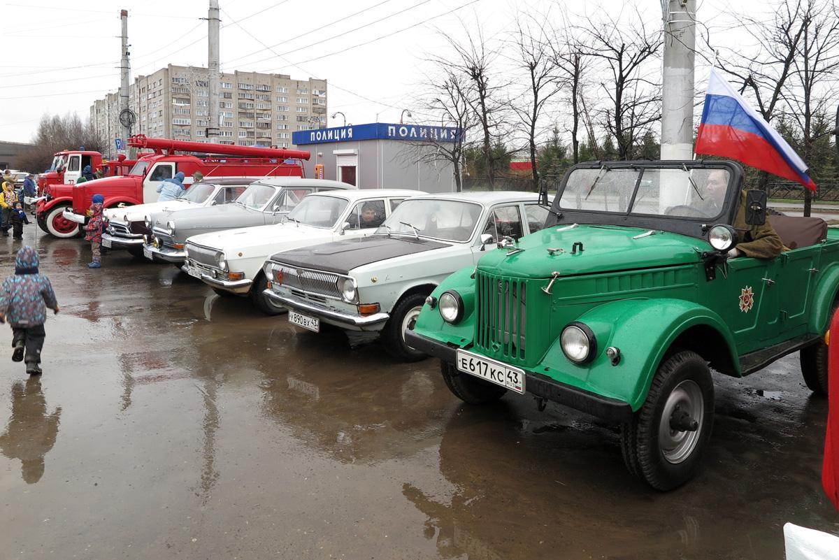 010  2017_05_09 Киров, ретро парад.JPG