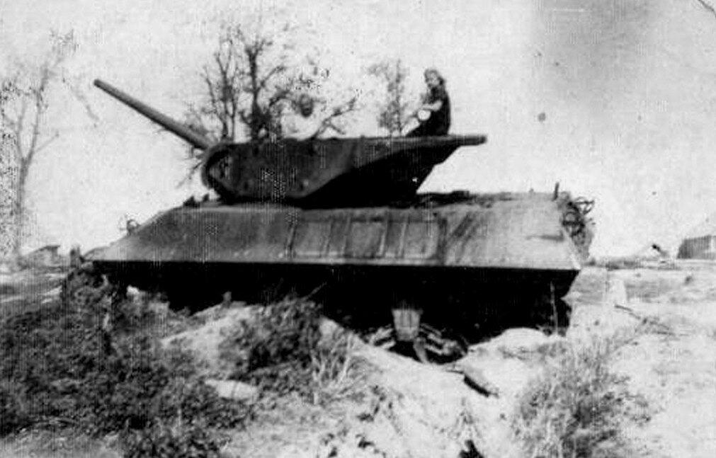 """САУ M10 """"Wolverine"""" Красной Армии, подбитая в Польше летом 1944 года."""