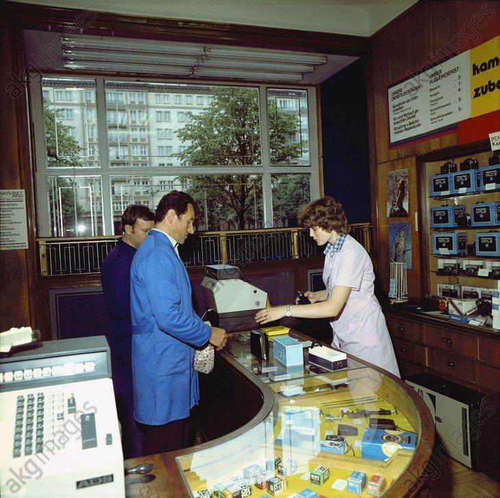 Fotofachgeschдft / DDR / Foto 1983 - -