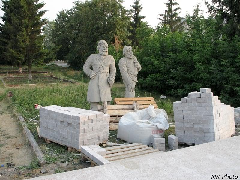 Памятник казаку и крестьянину