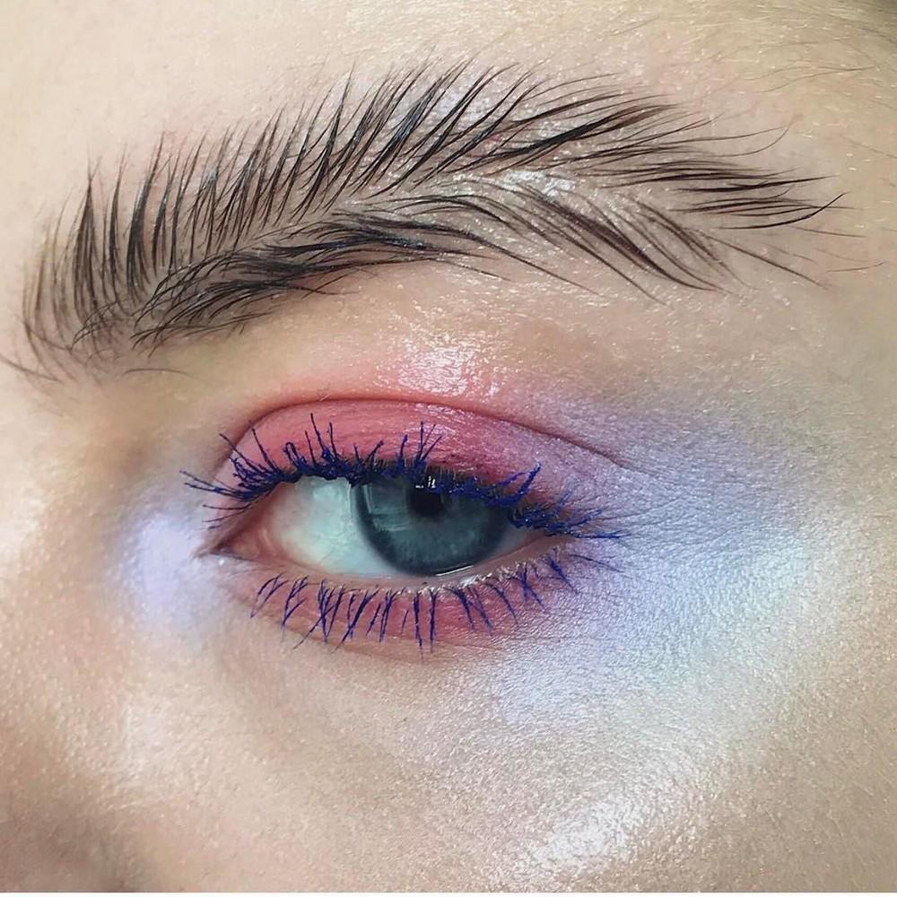 Новый модный тренд: «Брови-перья»