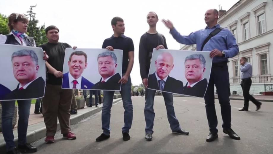 От пикета к торжествам: как Одесса встретила президента Украины (видео)