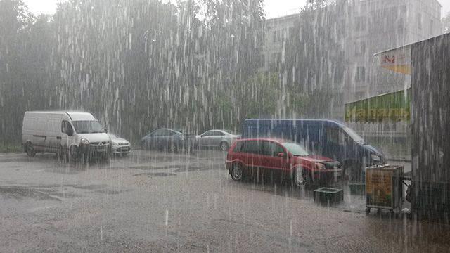 Из-за сильных ливней на Закарпатье уровень воды в реках вырос на 1-1,5 метра