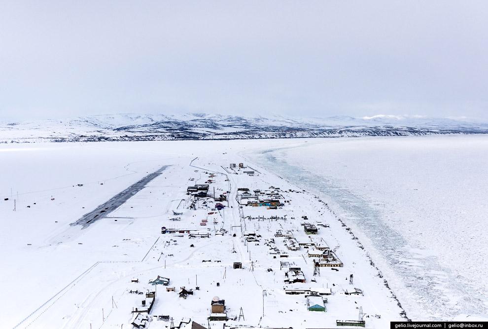 8. Восточный берег полуострова сильно изрезан, образует крупные заливы и бухты. Залив Корфа — о