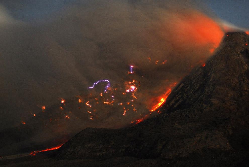 Вообще, грязные грозы наблюдались лишь во время извержений нескольких вулканов. Это редкое явле