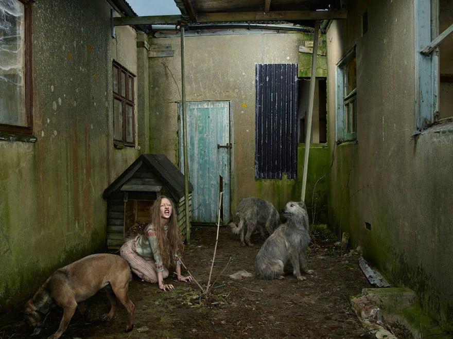 Оксана Малая, воспитанная собаками (Украина, 1991 год) Восьмилетнюю Оксану нашли в собачьей будке в