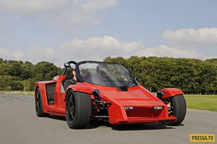 Lister Storm Стоит учитывать, что автомобиль Lister Storm был выпущен в 90-х, когда такой дизайн был
