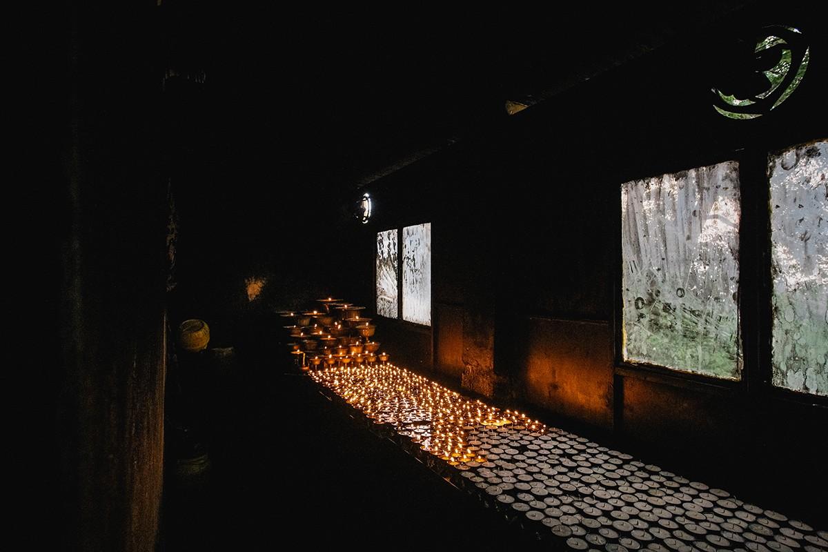 22. В храме можно зажечь масляный светильник. Их свет рассеивает темноту нашего собственного неведен