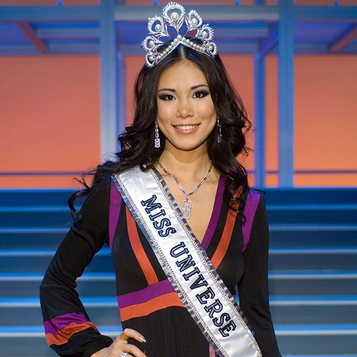 Риё Мори, Япония. «Мисс Вселенная — 2007». 20 лет, рост 179 см, параметры фигуры 89?59?90.