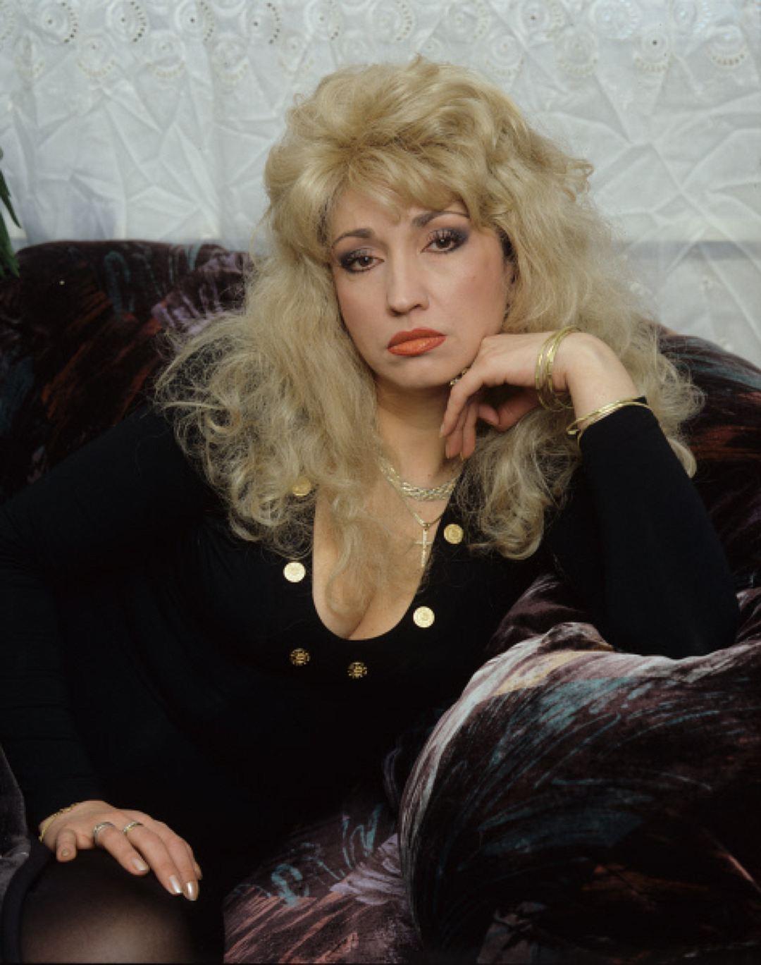 Певица Ирина Аллегрова, 1996 год. Особое внимание уделялось челке — она должна была буквально стоять
