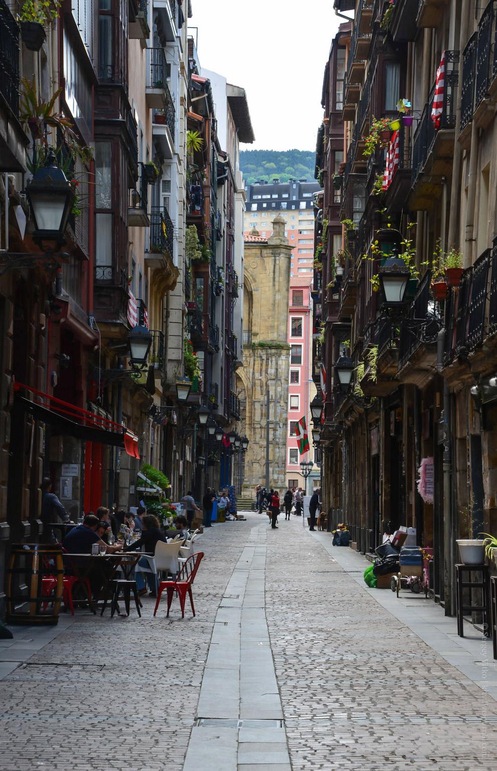 Исторический старый Бильбао, на самом деле — маленький-маленький квартал, неспешно обойти который ре