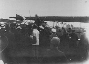 Встреча летчика В.М.Абрамовича на аэродроме.