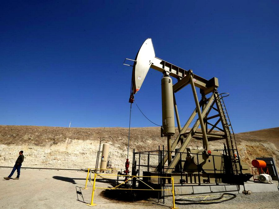 Новак считает эффективным сокращение добычи нефти