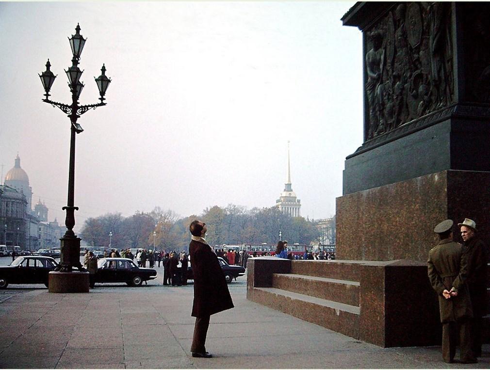 1979 Возле Александровской колонны.jpg