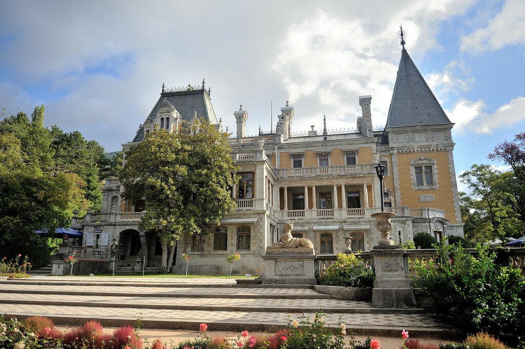 Massandra Palace, Yalta.jpg