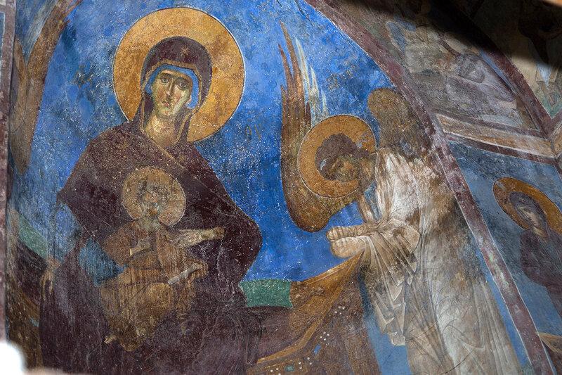 Пресвятая Богородица с предстоящими Архангелами