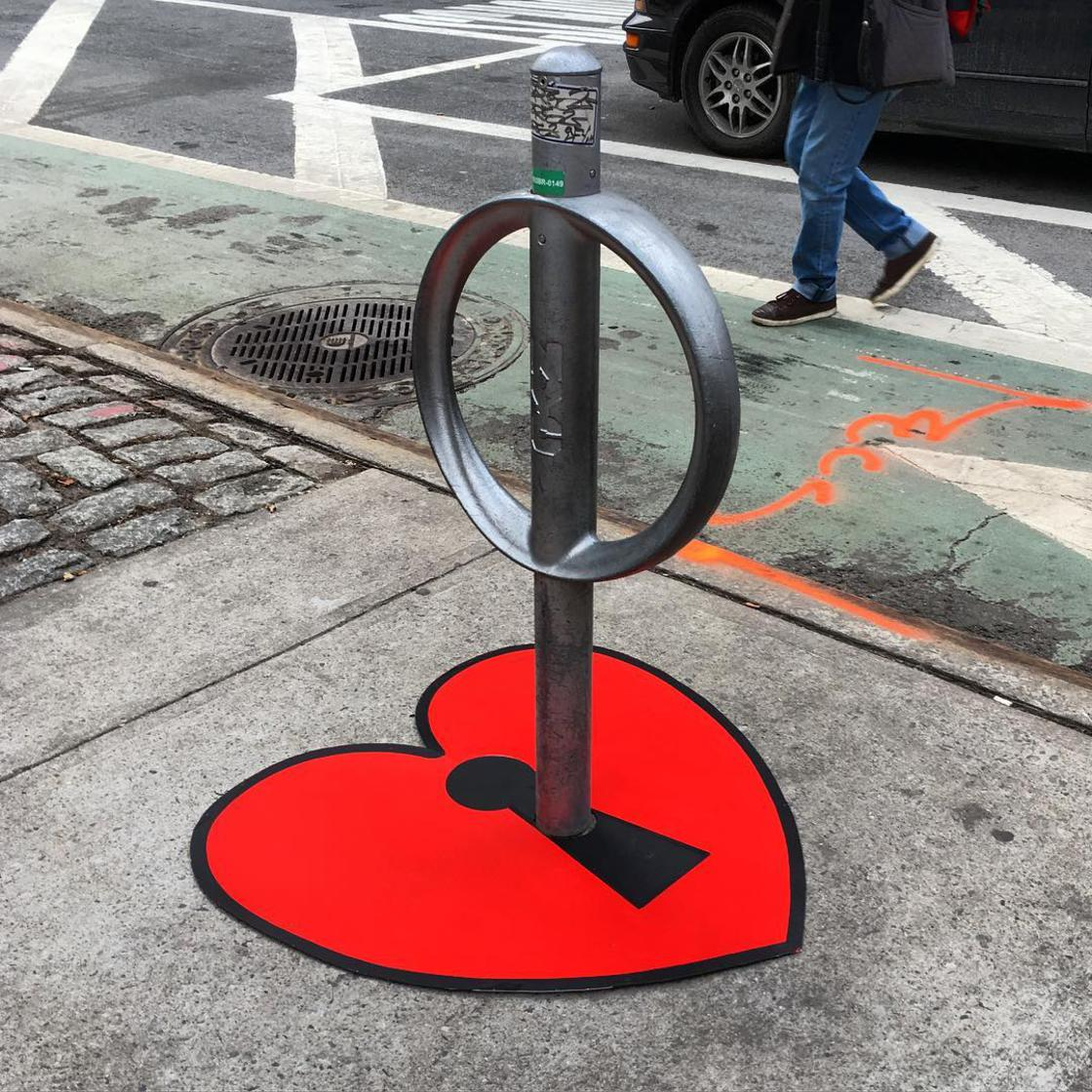 Le street art decale de Tom Bob envahit les rues de New York