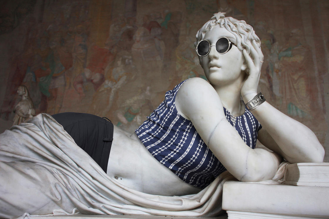 Hipsters in Stone – He continues to dress the statues as Hipsters (22 pics)