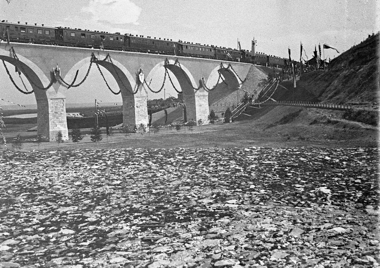 Открытие моста. Проход поезда