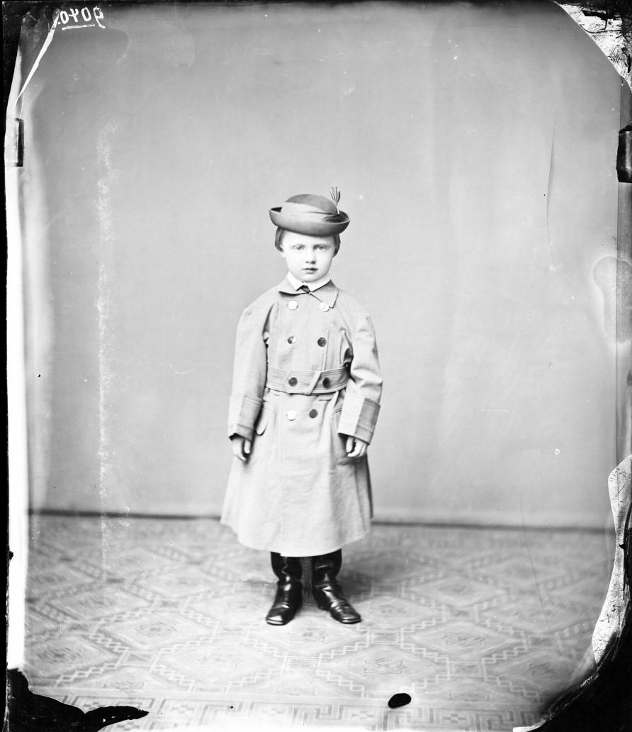 Эрнст II Саксен-Альтенбургский (31 августа 1871, Альтенбург — 22 марта 1955, Трокенборн-Вольферсдорф) — последний герцог Саксен-Альтенбургский, генерал-майор прусской и саксонской службы. 1876