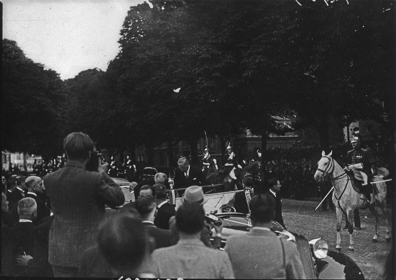 День открытия. Леон Блюм и Альберт Лебрен. 24 мая 1937