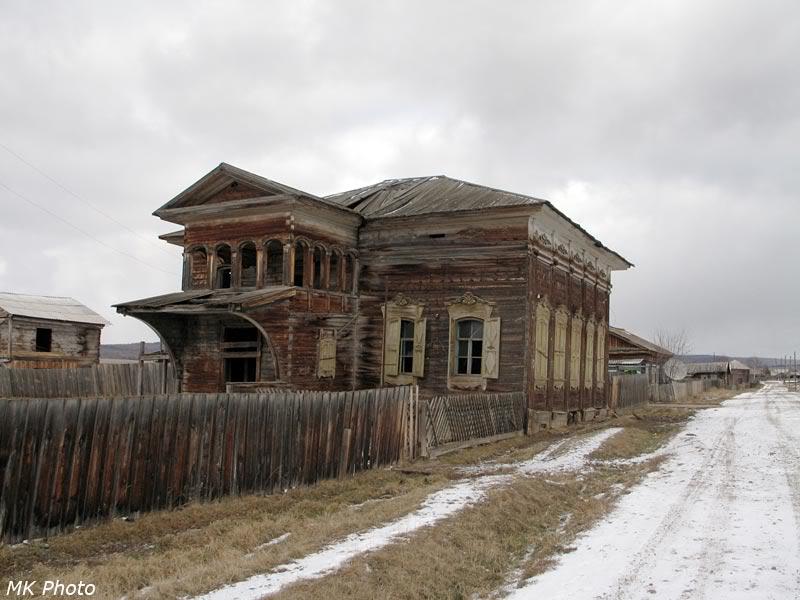 Заброшенный дом в деревне Залог
