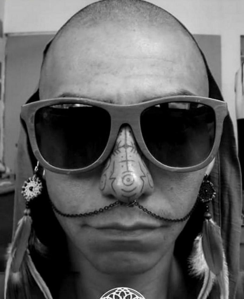 Новый модный тренд: татуировки на носу