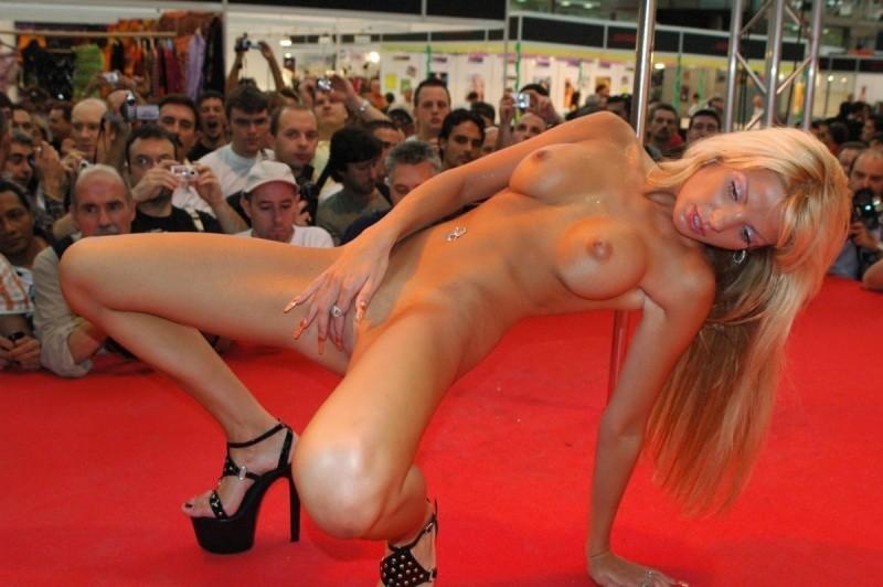 porno-foto-striptiz-golih-devushek-otdih-v-nochnom-klube-porno-erotika