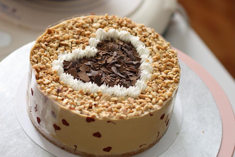 Тортик с красивым сердечком.  С международным днем торта! открытки фото рисунки картинки поздравления
