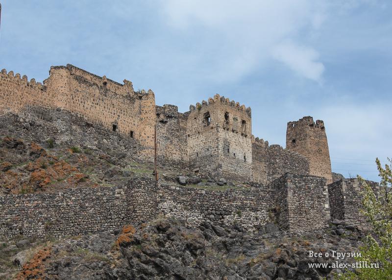 Вокруг Вардзии есть две крепости - Хертвиси и Тмогви