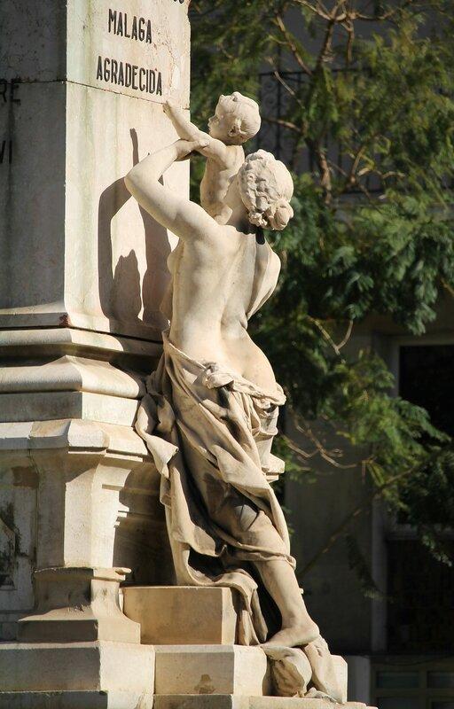 Малага. Памятник Маркизу Лариосу (Estatua Del Marques De Larios)
